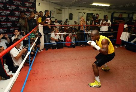Floyd Mayweather Jr., shown training in London in May, has cartilage damage in his ribs.