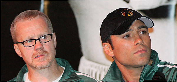 Freddie Roach,left, the trainer for Oscar De La Hoya, started feeling the symptoms of Parkinson's syndrome in 1988.